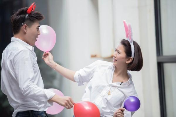 45岁袁咏素颜上节目 仪驻颜有术粉嫩似少女