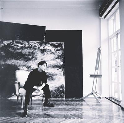美丽传奇 张国荣黑白写真拍出16万元